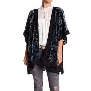 Pleione Women's Blue Velvet Paisley Kimono